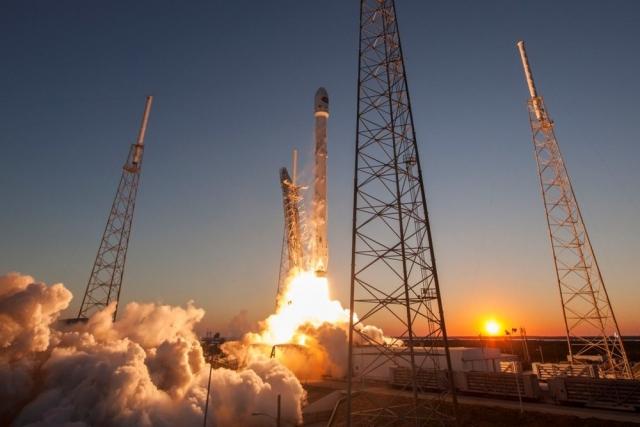 49. Успешный запуск Falcon 9 , частной ракеты-носителя с космодрома SpaceX. Впервые частная компания отправила собственный ракетоноситель к МКС.