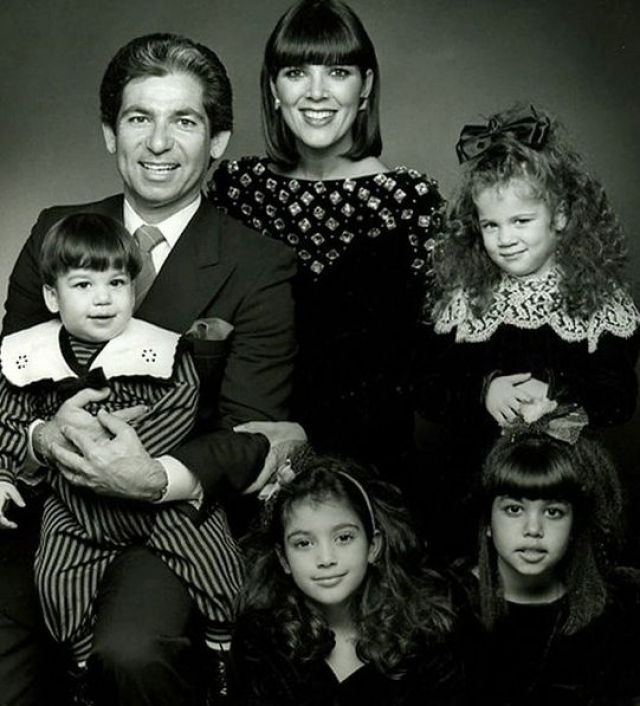 Крис Дженнер. Супруг телезвезды и продюсера, Роберт Кардашьян, получил известность не благодаря выходкам своих известных дочерей, а из-за своей успешной адвокатской карьеры.