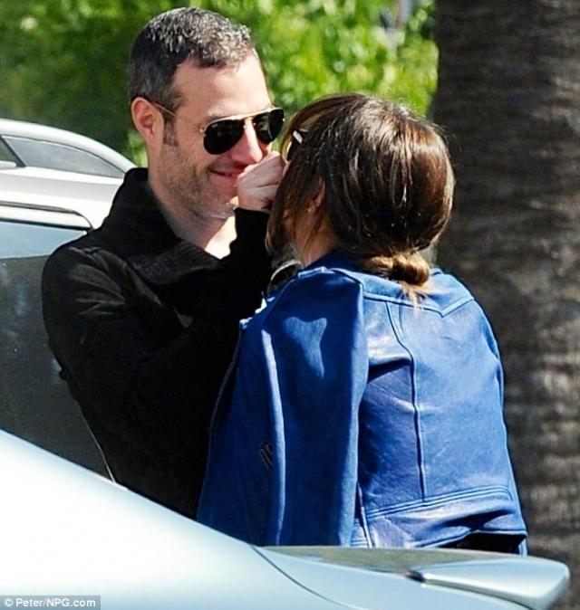 В 2014 Кэтрин, будучи замужем в течение шести лет за Ником Кокасом , закрутила роман с режиссером Майклом Моррисом .