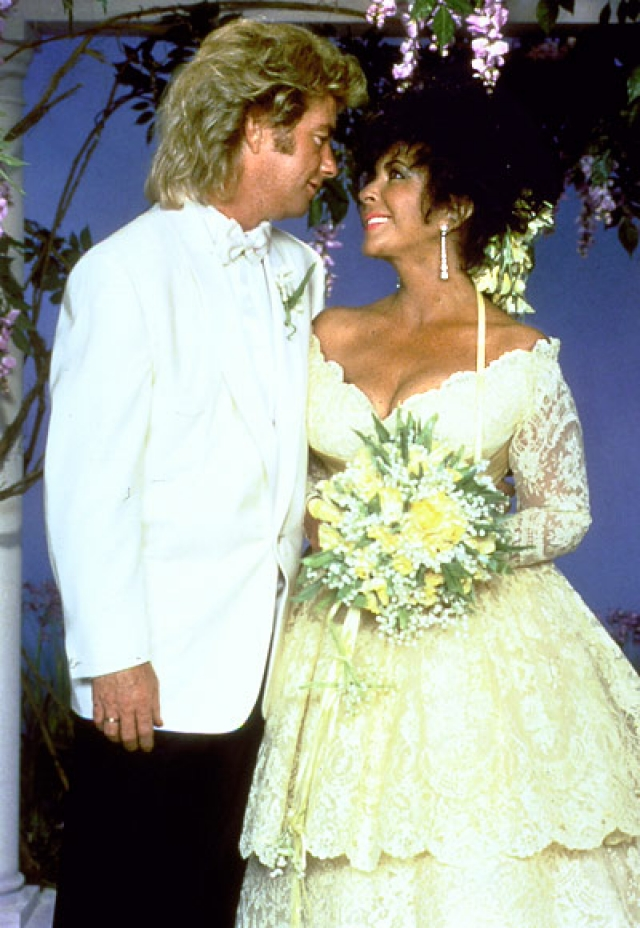 Элизабет Тейлор и Ларри Фортенски. Необычная пара познакомилась в наркологической клинике, где Тейлор лечилась от пагубных привычек, а поженились на ранчо Майкла Джексона Neverland.