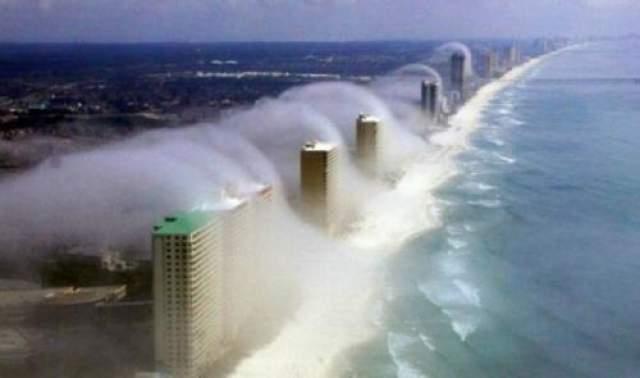 Странные формирования облаков над Панама-Сити-Бич Во время одного из редких снежных штормов над пляжем города Панама-Сити-Бич образовались странные облака, по внешнему виду похожие на приливную волну. Так что же это было?