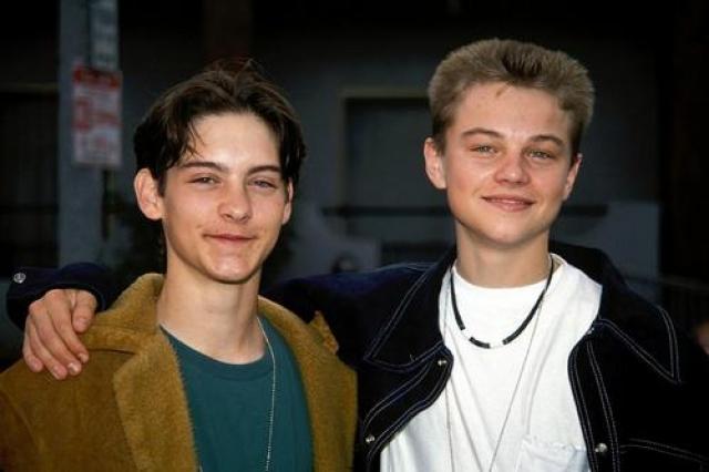 Тоби Магуайр и Леонардо ди Каприо. Актеры познакомились на кастинге целых 28 лет назад, когда были еще детьми.