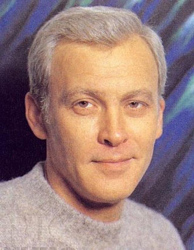 В 1993 году вместе с супругой Светланой Светличной артист был просто уволен из театра по сокращению штатов.