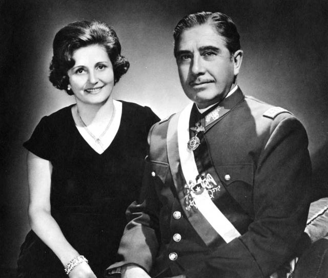 Пиночет обладал репутацией верного мужа. В 1943 году он принял самое важное решение в его военной и политической карьере — очень удачно женился на Марии Люсии Ириарт Родригес, с которой счастливо прожил всю свою семейную жизнь, за которую них родилось пятеро детей.