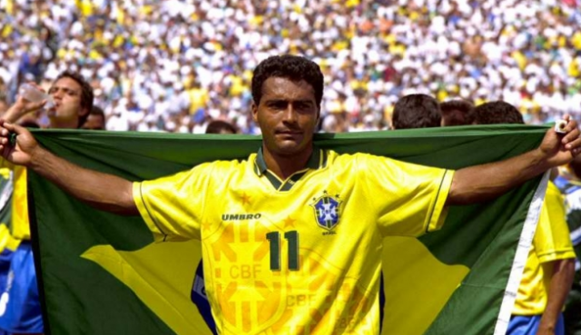 Ромарио де Соуза Фариа, 52 года, Бразилия. Футболист в 1979 - 2009 годах, с 2015 года сенатор парламента Бразилии.