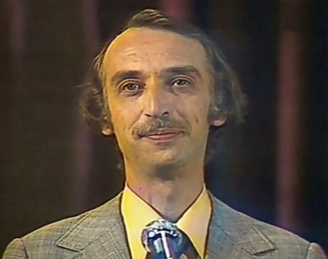 """На телевидение он пришел в 1978 году и 12 лет вел юмористическую передачу """"Вокруг смеха"""", хотя сперва планировалось, что он будет гостем одного из первых выпусков."""