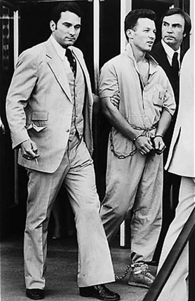 В феврале 1980 года он совершил побег из федеральной тюрьмы и уже готовился к переправке в СССР, когда был задержан агентами ФБР. Кристофер Бойс был условно-досрочно освобождён из тюрьмы 16 сентября 2002 года, отсидев чуть больше 24 лет.