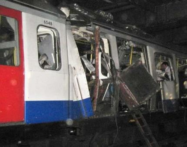 """Теракт 1996 года. Второй теракт в истории московской подземки произошел поздним вечером 11 июня. В поезде между станциями """"Тульская"""" и """"Нагатинская"""" взорвалось самодельное взрывное устройство, четыре человека погибли, четырнадцать получили различные ранения."""