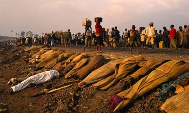 21 апреля - Международный Комитет Красного Креста сообщает о возможных казнях сотен тысяч среди гражданского населения. 22 апреля совершена резня от 5000 до 7000 тутси в монастыре Сову.