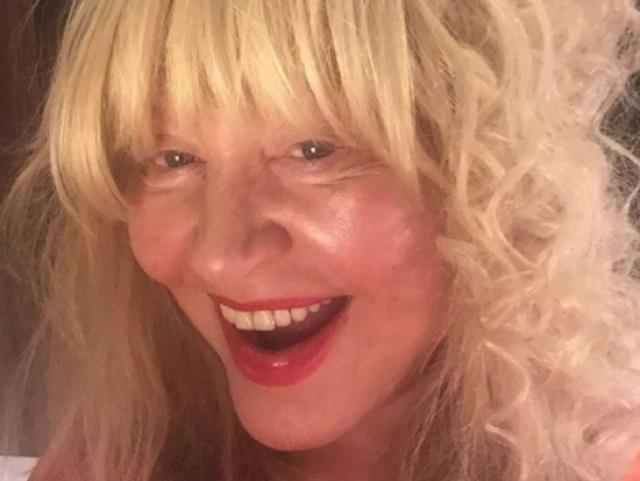 """Алла Пугачева. А вот фото Примадонны без макияжа почти всегда встречают """"на ура""""."""