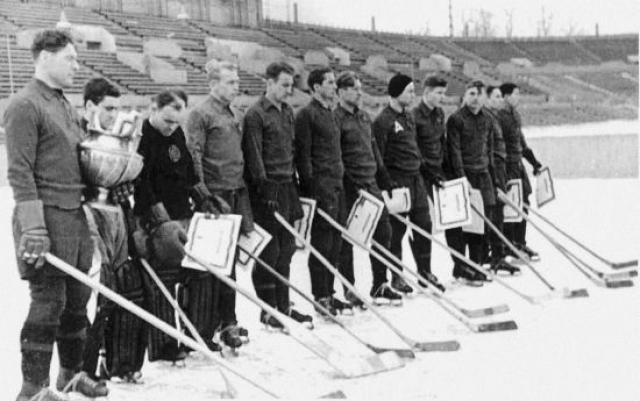 5 января 1950 года во время третьего захода на посадку в сложных метеоусловиях в Свердловске разбился самолет Ли-2.