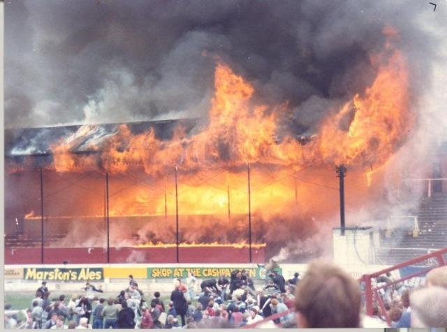 Полностью сгорела деревянная трибуна.