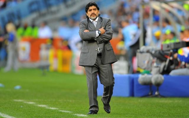 """Вернувшись к любимому делу в качестве тренера, Марадона немного подтянулся, но все равно явно любит """"покушать""""."""