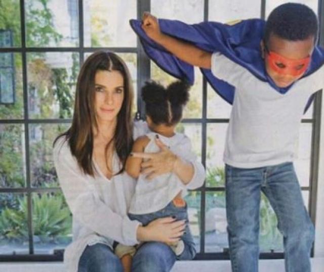 Сейчас актриса одна воспитывает двоих малышей.