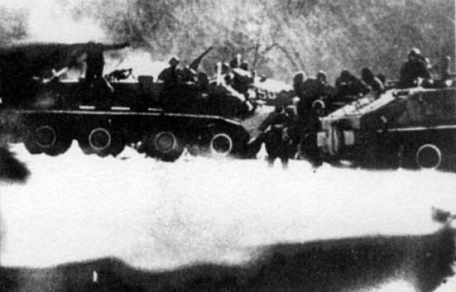 В ответ на это 8 бронетранспортеров под командованием начальника мотоманевренной группы 57-го погранотряда подполковника Е. И. Яншина в боевом порядке двинулись по направлению к Даманскому. Китайцы отступили на свой берег.