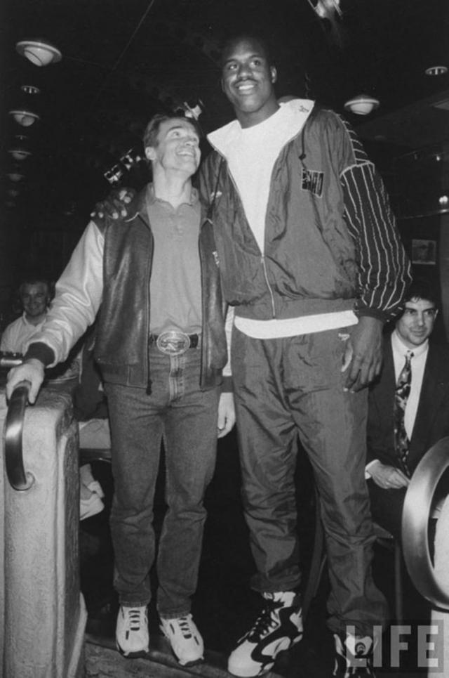 Арнольд Шварценеггер и баскетболист Шакил О'Нил.
