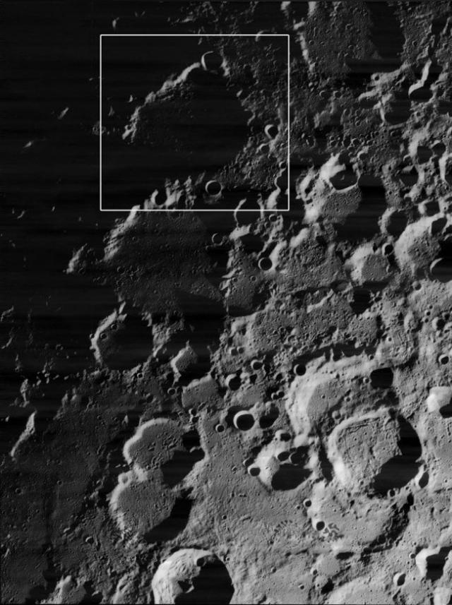 Кратер под названием Пири, который находится непосредственно на северном полюсе Луны. Поскольку Солнце в этой точке лунной поверхности никогда не поднимается высоко над горизонтом, дно кратера всегда погружено в темноту.