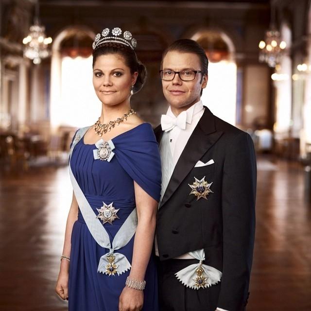 Виктория — самый популярный член шведской королевской семьи, отчасти потому, что вышла замуж за простого смертного - своего персонального фитнес-тренера.
