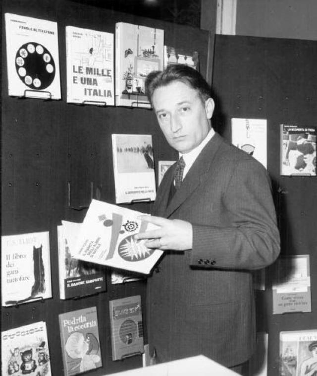 """Еще будучи студентом, вступил в молодежную фашистскую организацию """"Итальянская ликторская молодежь"""". В 1941 году, став учителем начальной школы, вступил в фашистскую партию, где пребывал до момента ее ликвидации в июле 1943 года."""