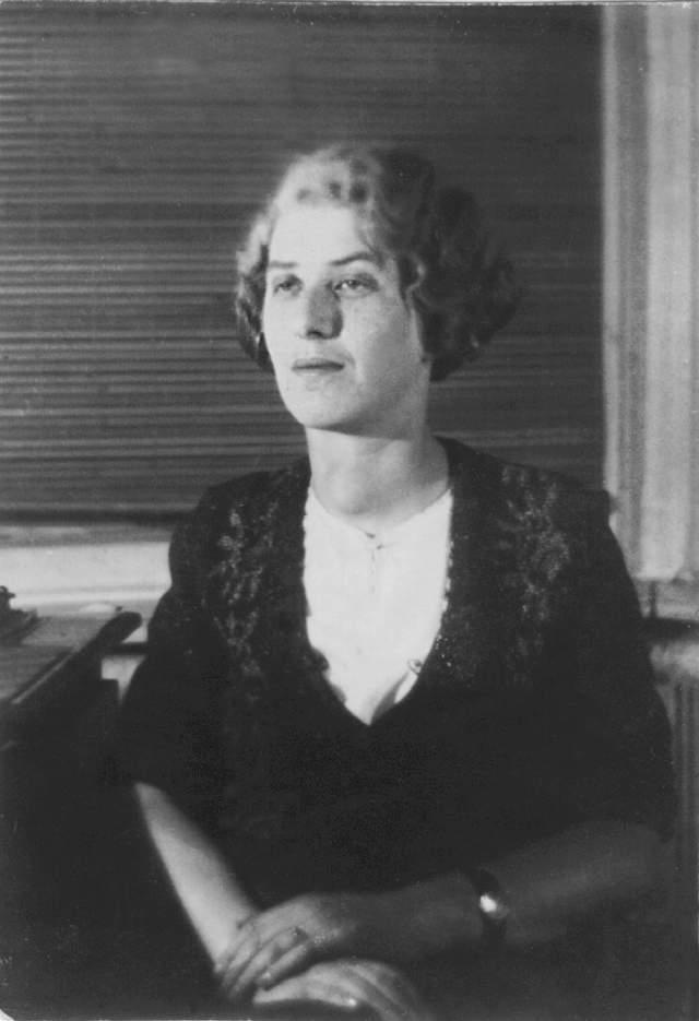 Чуковская была сослана в Саратов, где благодаря хлопотам отца провела только одиннадцать месяцев.