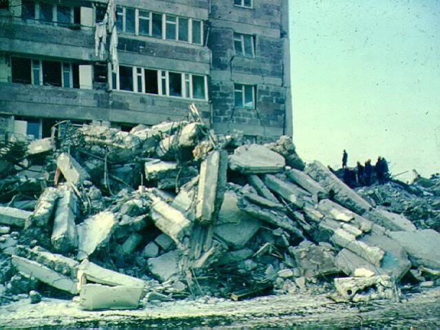 Спитакское землетрясение. 7 декабря 1988 года произошло катастрофическое землетрясение магнитудой 6,8 баллов на северо-западе Армянской ССР. Мощные подземные толчки за полминуты разрушили почти всю северную часть республики, охватив территорию с населением около 1 млн человек.