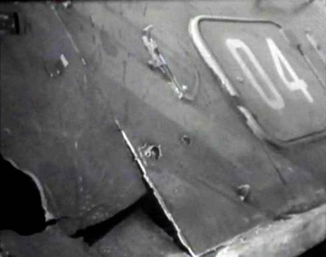 На БТР Бубенин пошел в тыл китайцам, огибая по льду северную оконечность острова, и начал вести по роте огонь, уничтожив врагов на льду. Но вскоре БТР был подбит.