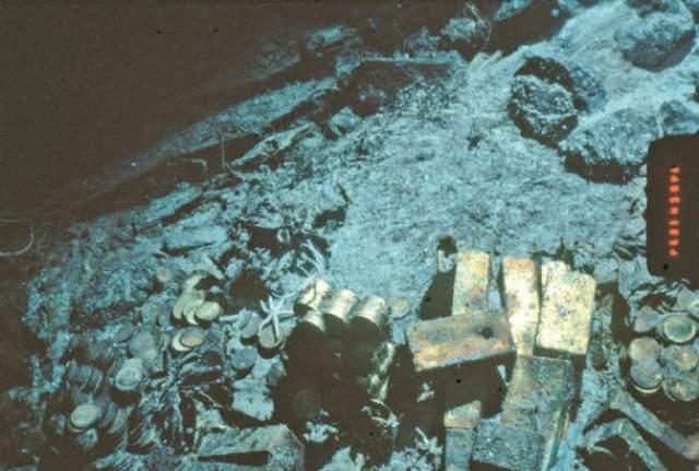 К месту предполагаемого крушения осенью 1988 года отправилась экспедиция, и Топмсон при помощи робота достал со дна большой слиток золота, антикварные монеты и рынду.