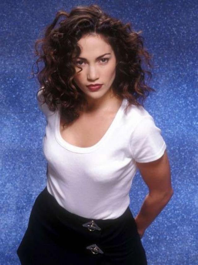 Дженнифер Лопес . В начале 90-х имидж певицы и актрисы был совсем уж простоватым.