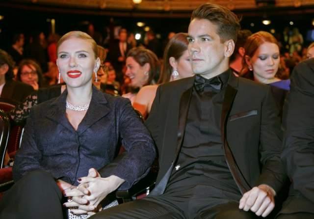 Скарлетт Йоханссон и Ромен Дориак. Пара была в официальном браке два года - красавице никак не даются длительные отношения с мужчинами.