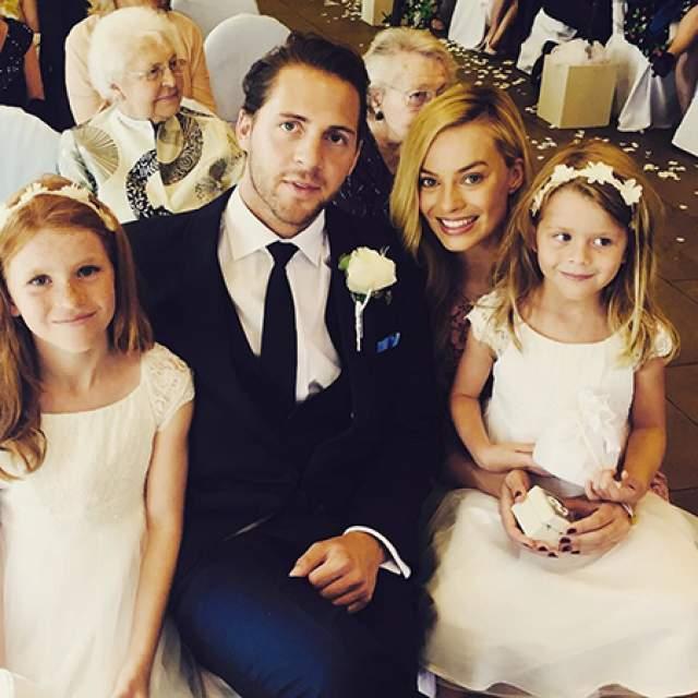 Марго Робби и Том Акерли. Популярная американская актриса австралийского происхождения обручилась с режиссёром в декабре 2016-го. Свадьба прошла в родной стране актрисы, в частном поместье в Курабель в Новом Южном Уэльсе.