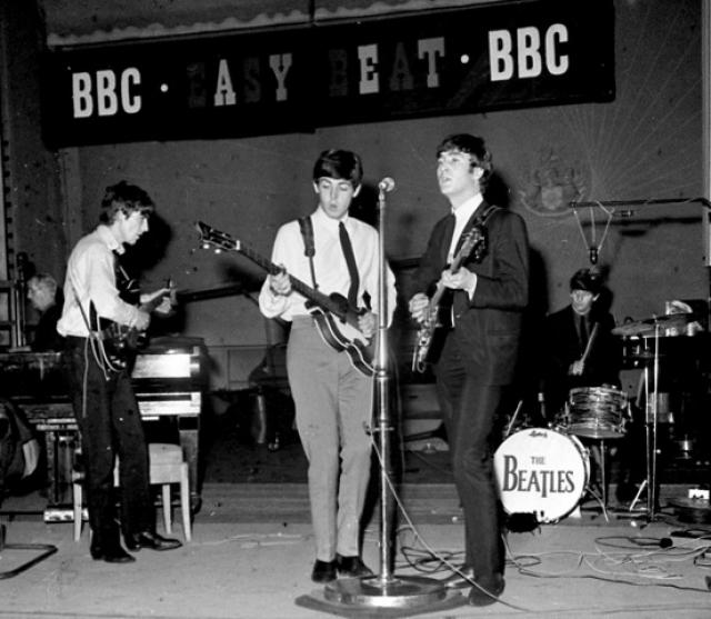 25 июня 1967 года The Beatles стали первой группой, выступление которой транслировалась на весь мир каналом BBC через спутник.