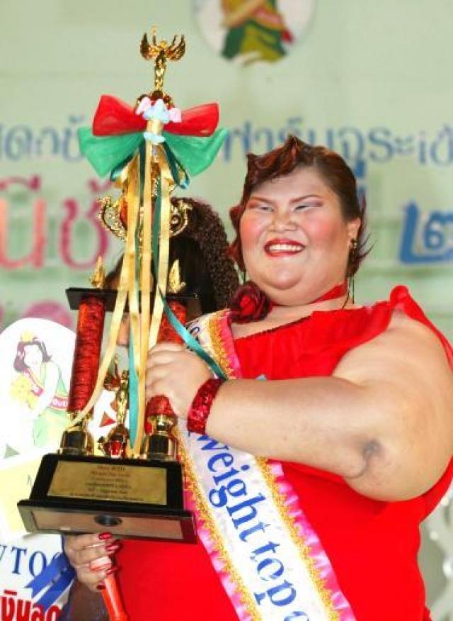Церемония награждения конкурса проходит в вольере для слонов, в зоопарке к западу от Бангкока. Победительница получает денежный приз в размере 1300 $.