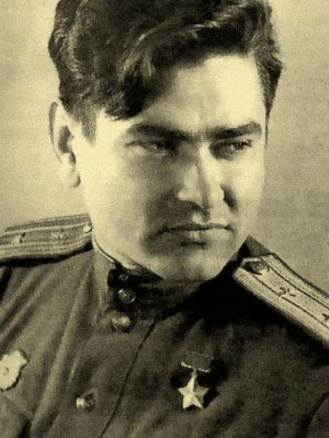 Больше недели колхозники ухаживали за Маресьевым , а с первым самолетом он был отправлен с Москву.