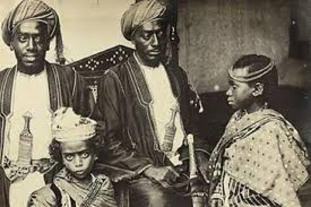 Мам-Зи из Нигерии родила в 8 лет и 8 месяцев в 1893 году.