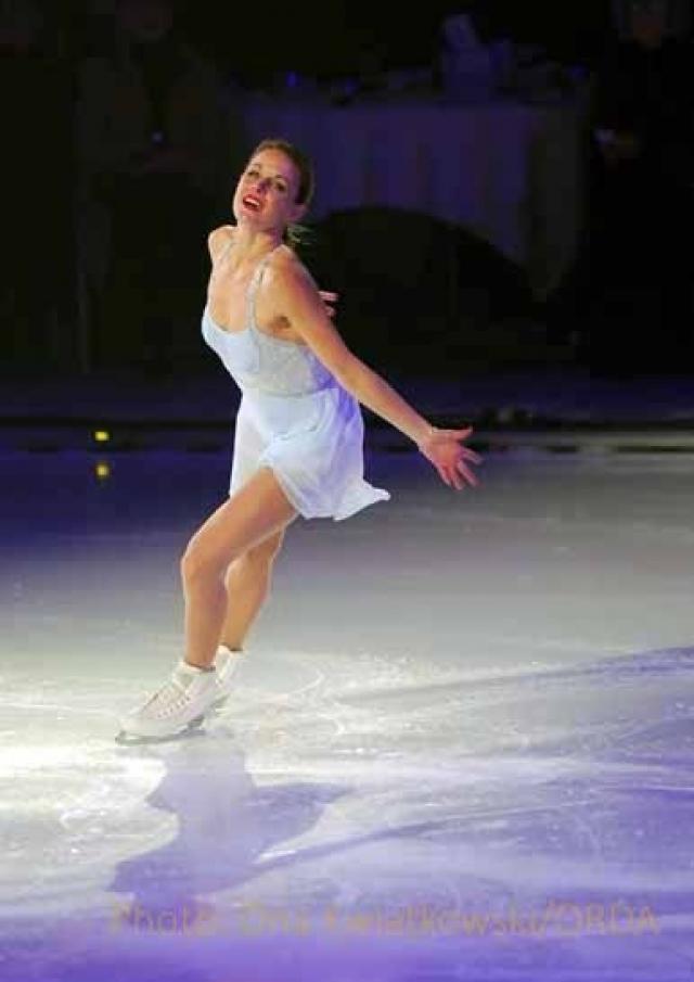 В 2000 году она закончила участие в соревнованиях, но продолжила выступления в ледовых шоу. В 46 лет Екатерина все также очаровательна и находится в прекрасной спортивной форме.