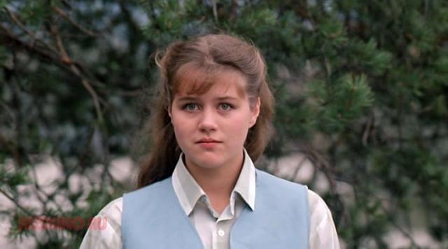 """Янина Лисовская. Актриса известна ролью Людки - старшей дочери героев картины """"Любовь и голуби""""."""