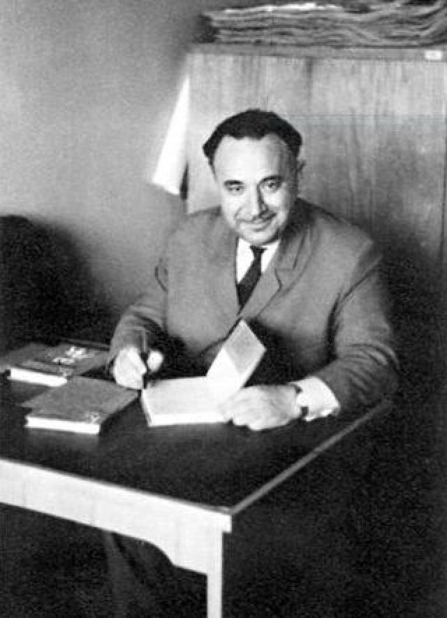 Для организации первого покушения НКВД привлекли советского агента Григулевича И. Р. (на фото) , непосредственным же руководителем группы стал известный мексиканский художник Сикейрос .