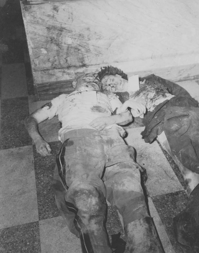 Тела Муссолини и Петаччи были привезены в Милан, где на автозаправке у площади Пьяцца Лорето их повесили вверх ногами, где любой желающий мог над ними надругаться.