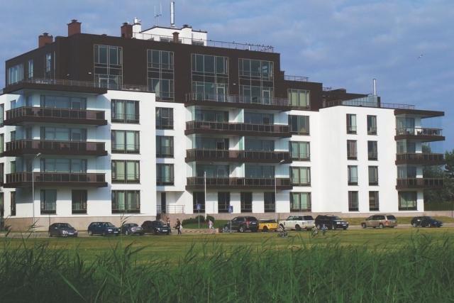 """У Ильи Лагутенко имеются просторные апартаменты в Латвии, в одной из новостроек Юрмалы, расположенной недалеко от концертно¬го зала """"Дзинтари"""". Апартаменты, которые располагаются практически на пляже, а из их окон открывается прекрасный вид на море."""