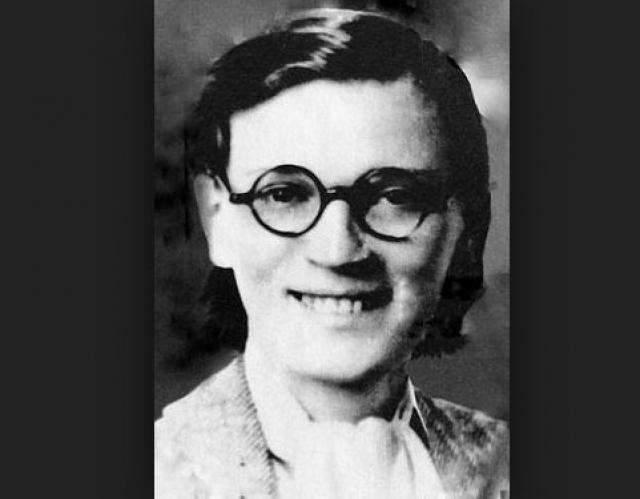 Китти Харрис. Девушка с юных лет вступила в Компартию США, а в 1931 году советским разведчиком Эйнгорном была привлечена к нелегальной разведывательной работе.