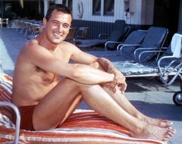 Неповторимый герой-любовник и супермен на экране, голливудская звезда первой величины оказался гомосексуалистом.
