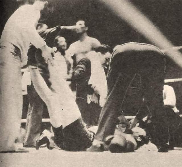 Эрни Шааф - США, скончался 14 февраля 1933 года в возрасте 24 лет Этот популярный тяжеловес был сыном немецких эмигрантов. Бокс первой половина 20 века являлся куда более жестоким по сравнению с настоящим, а медицинские обследования бойцов проводились далеко не так глубоко как сейчас. Можно считать, что Эрни Шааф стал жертвой времени и обстоятельств. Большинство историков бокса придерживаются мнения, что Морской Тигр (такое прозвище было дано Шкафу за его службу в военно-морском флоте) получил серьезную травму мозга в бою с будущим чемпионом мира Максом Бэром, который отправил его в нокаут на последних секундах боя.