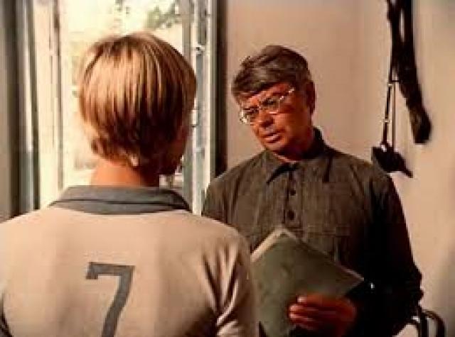 """Демьяненко сумел создать запоминающиеся работы в нескольких фильмах у режиссеров, которых интересовал незаурядный драматический талант актера, - в """"Угрюм-реке"""" и в """"Учителе пения"""" Наума Бирмана."""