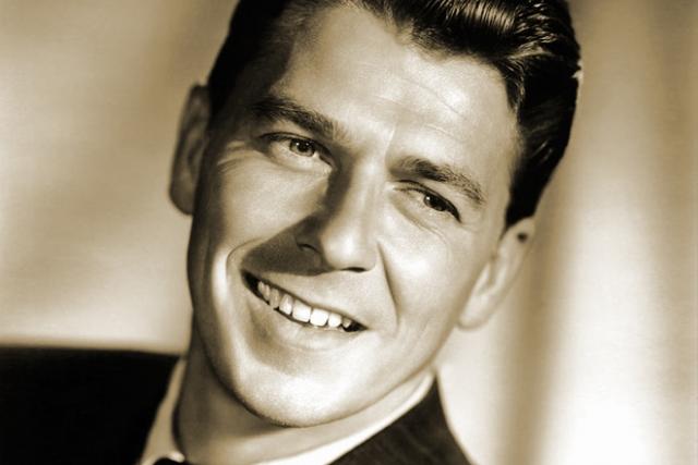 """Единственного отрицательного героя он сыграл в своем последнем фильме перед уходом в политику, в экранизации романа Хемингуэя """"Убийцы"""" в 1964 году. А лучший фильм Рейгана - """"Кингс Роу"""" - о нравах провинциальной глубинки. Актер даже выдвигался на премию """"Оскар""""."""