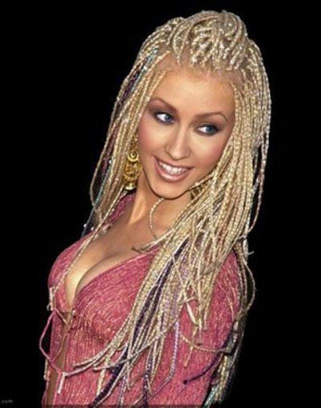 Кристина Агилера. Многие считают певицу настоящим чемпионам по неудачным экспериментам с волосами. Чего только не стерпела ее голова: и афро…