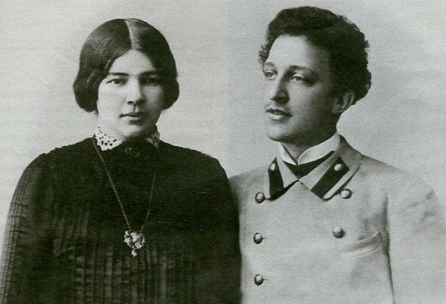 Александр Блок. Блок женился на Любе Менделеевой по безумной любви, или даже слишком уж безумной. Блок наотрез отказывался выполнять свой супружеский долг.