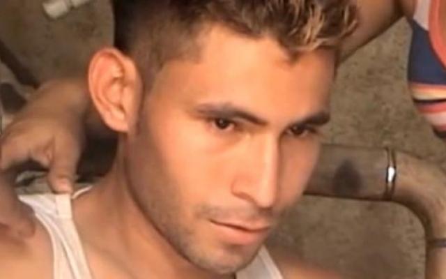 Александр Мэндон – человек, который притягивает к себе молнии. Мендон проживает в колумбийском городе Сампуес. Впервые он стал жертвой молнии осенью 2012 года. После этого он долго не мог поверить, что остался жив, но пройдя курс восстановления, начал жить, как прежде.