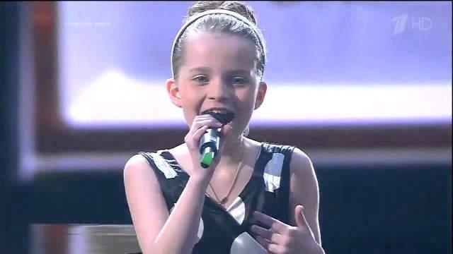 """В 2014 году талантливая девочка отправилась на """"Детское Евровидение"""" на Мальту, где девочка заняла 5-е место, музыку для песни, с которой выступала Алиса написал именно Фадеев."""