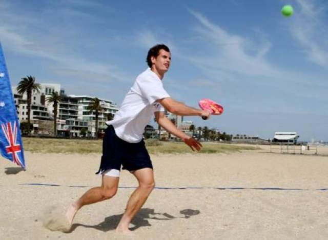 Шотландец Энди Маррей , олимпийский чемпион Лондона-2012, в отличие от некоторых, с ракеткой не расстается.