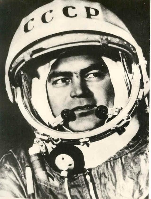 """Андриян Николаев. Совершил два космических полета: с 11 по 15 августа 1962 года на корабле """"Восток-3"""" совершил 64 витка вокруг Земли, с 1 по 19 июня 1970 года в качестве командира космического корабля """"Союз-9""""."""